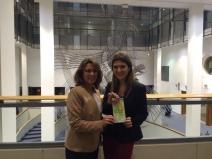 Kathy Franco y Sandra Salgado (Responsable del departamento de Innovación Empresarial – Delegación de ACCIÒ-Bruselas)