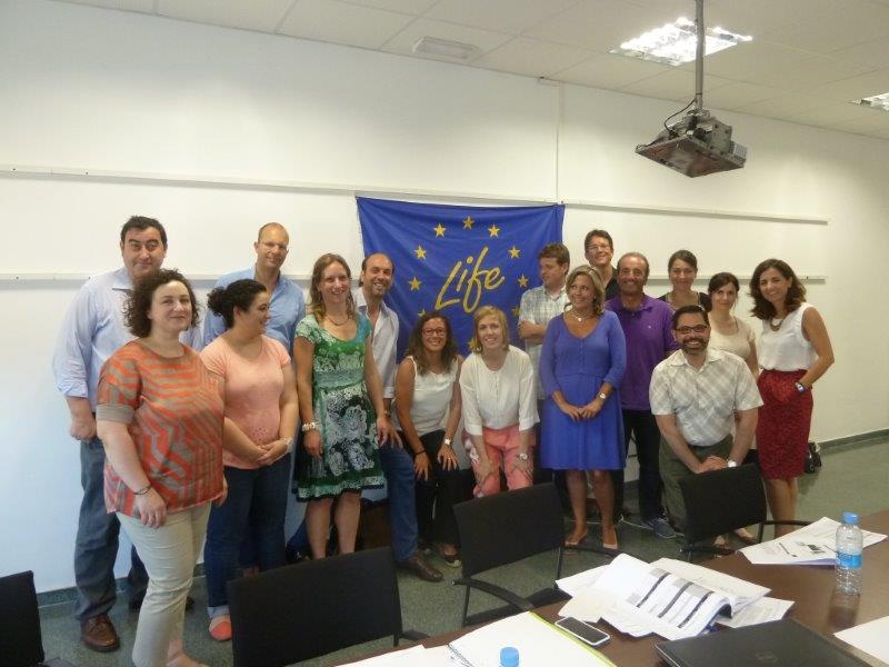 Imagen de una reunión reciente del equipo de trabajo con Rosa Oria (sexta por la derecha). / Universidad de Zaragoza